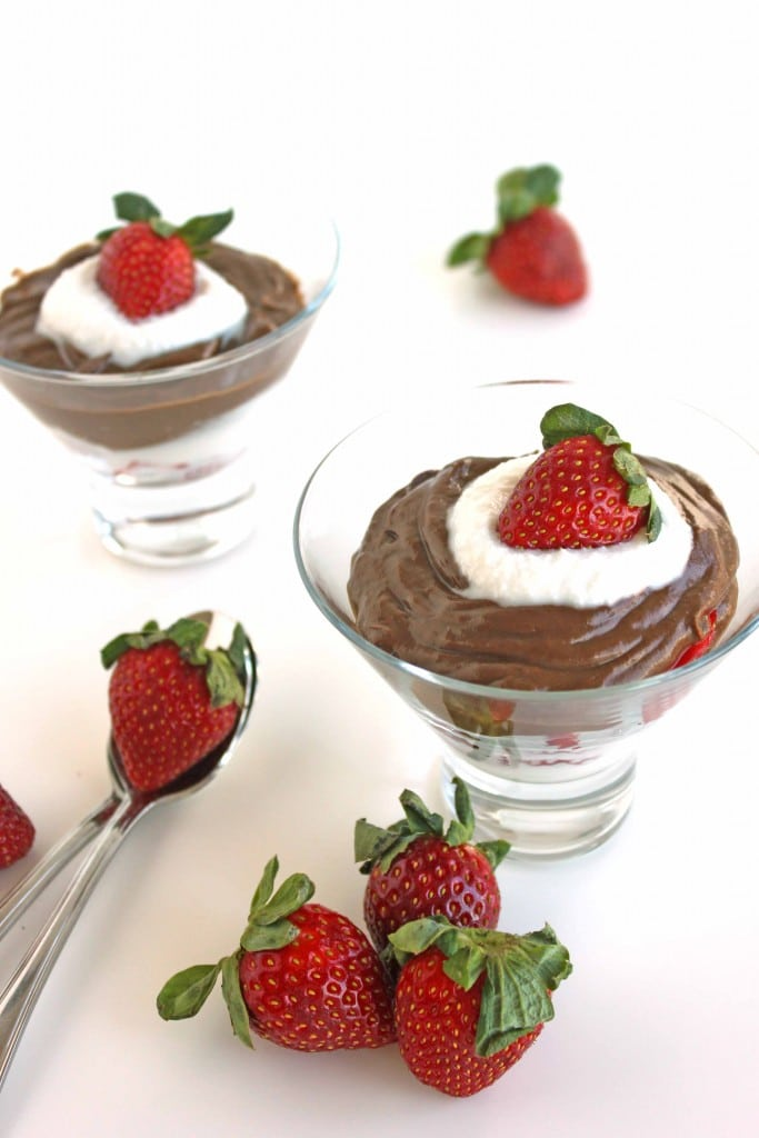 Chocolate Avocado Pudding by @jesselwellness #dairyfree #dessert #avocado
