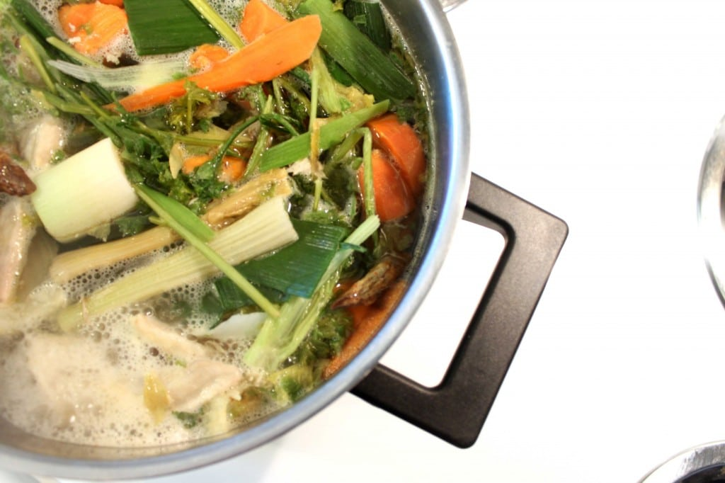 Homemade Chicken Broth by @JesseLWellness #paleo