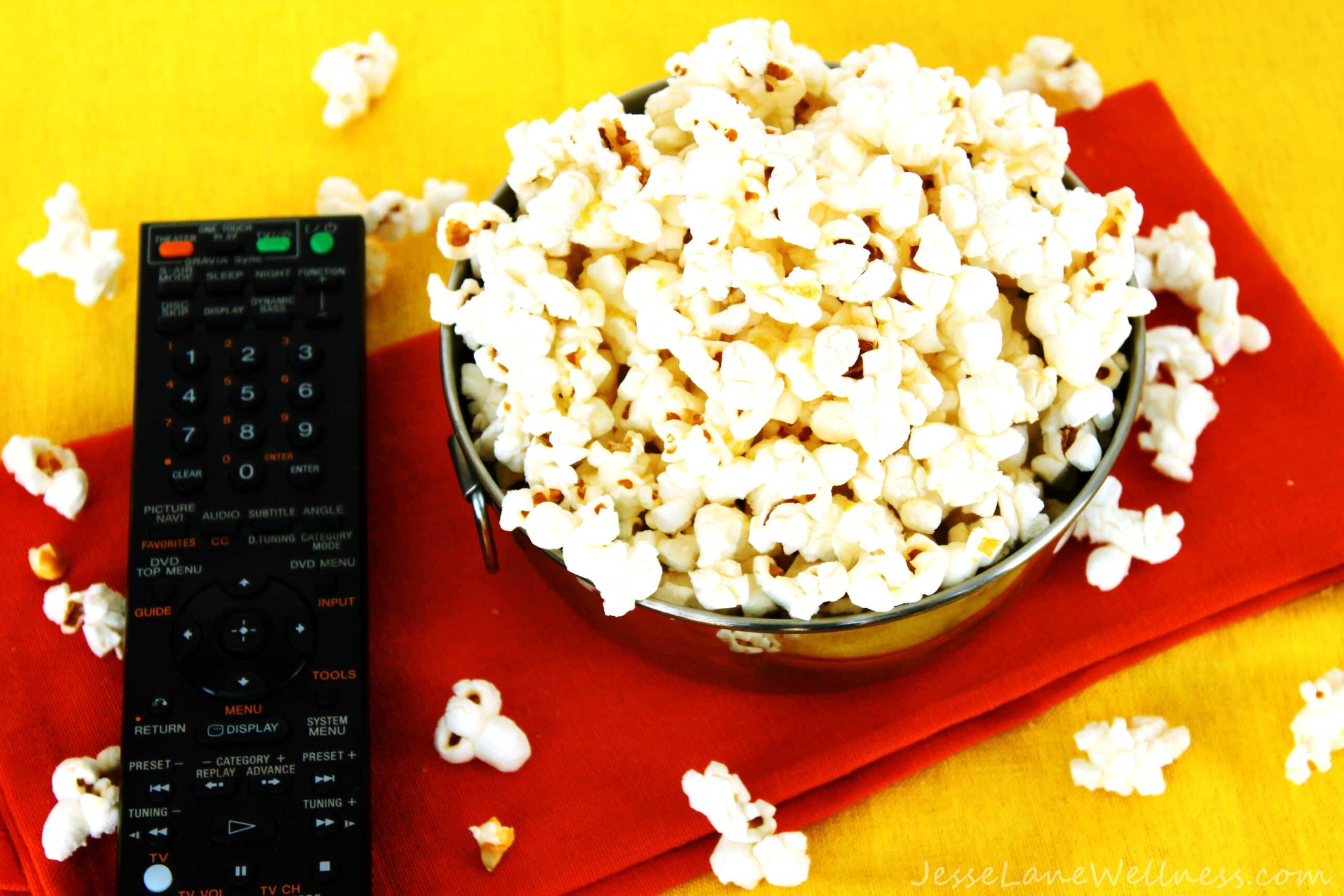 Cheesy Popcorn by @JesseLWellness #popcorn #moviepopcorn