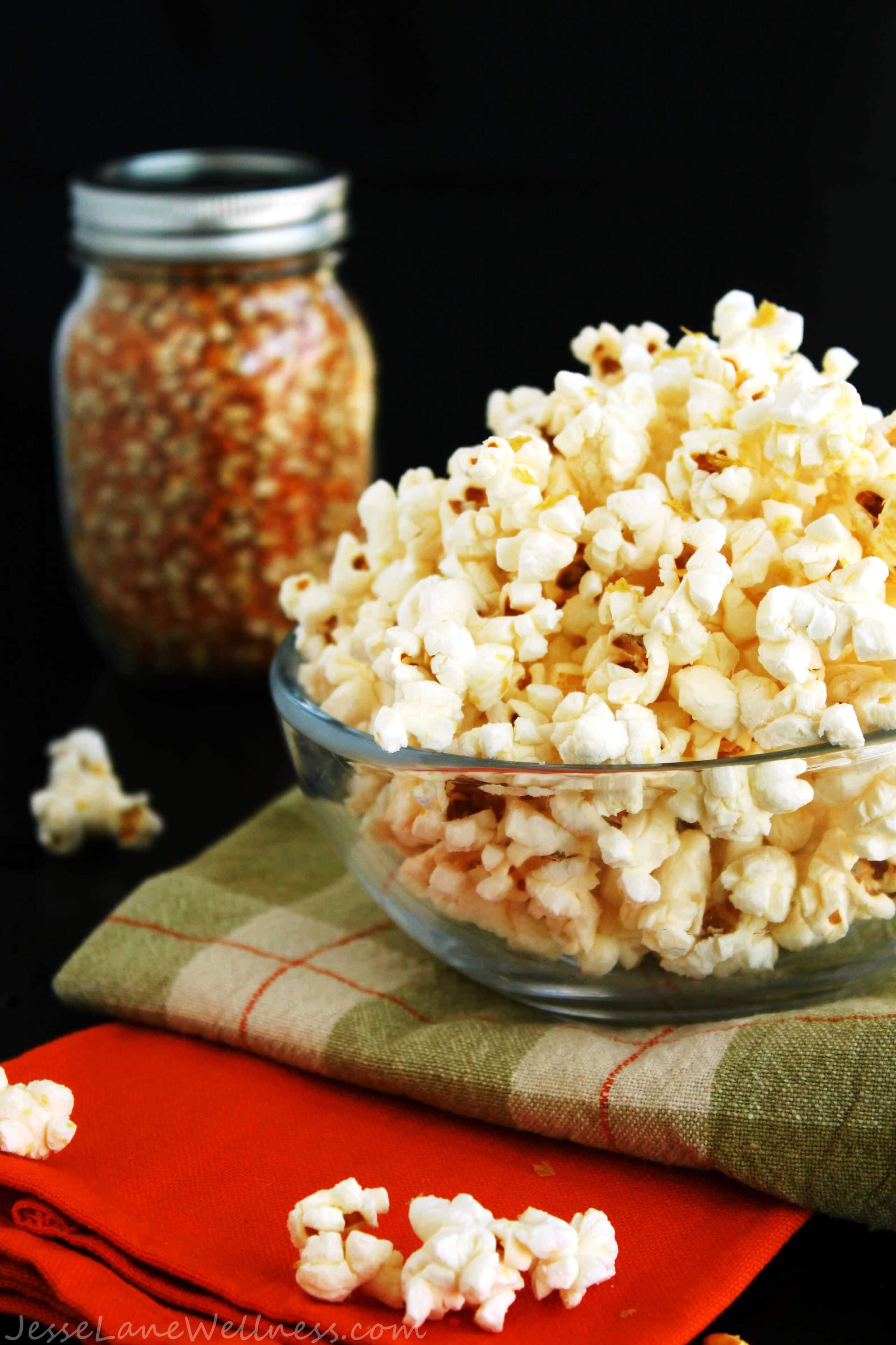 Cheesy Popcorn by @JesseLWellness #vegan #popcorn
