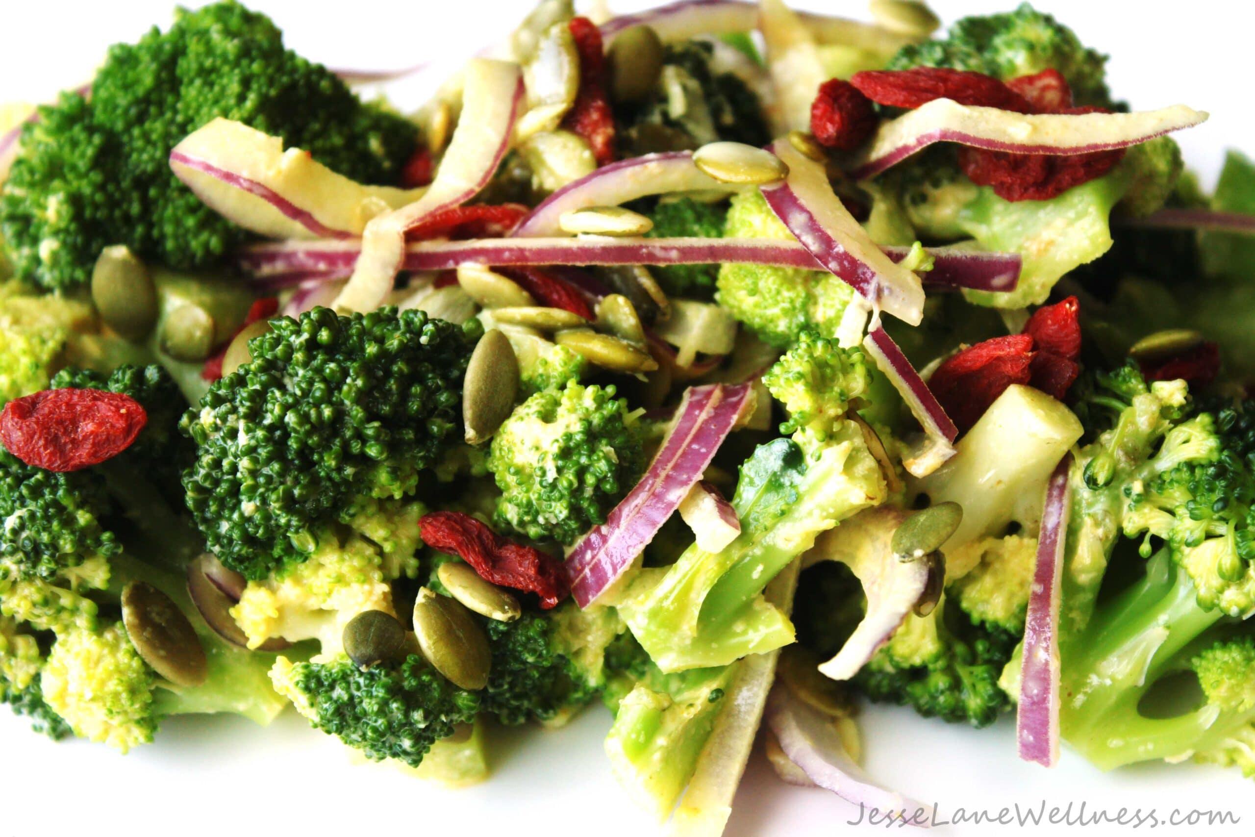 Creamy Broccoli Salad by @JesseLWellness #vegan