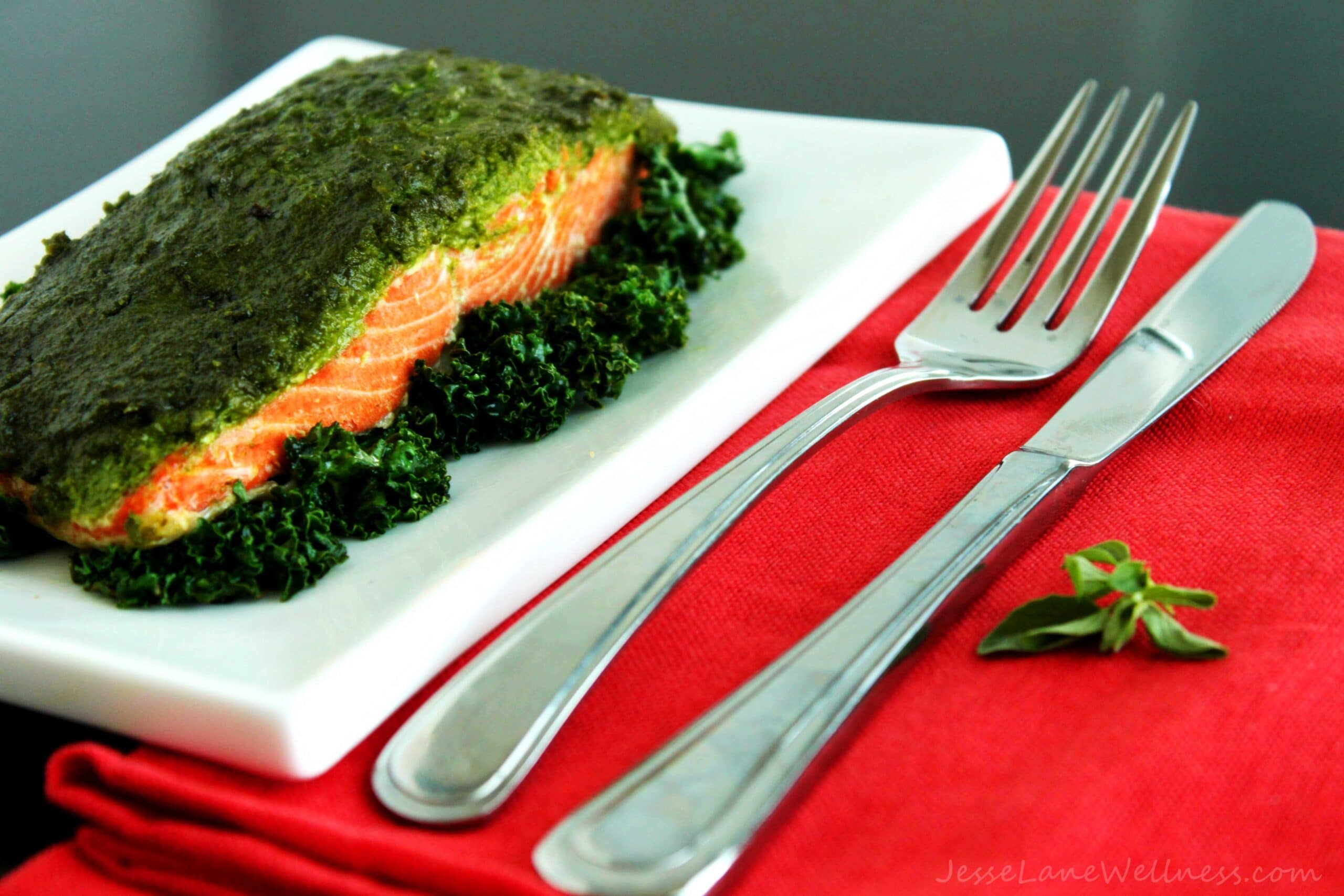 Kale Oregano Pesto Salmon by @JesseLWellness #salmon