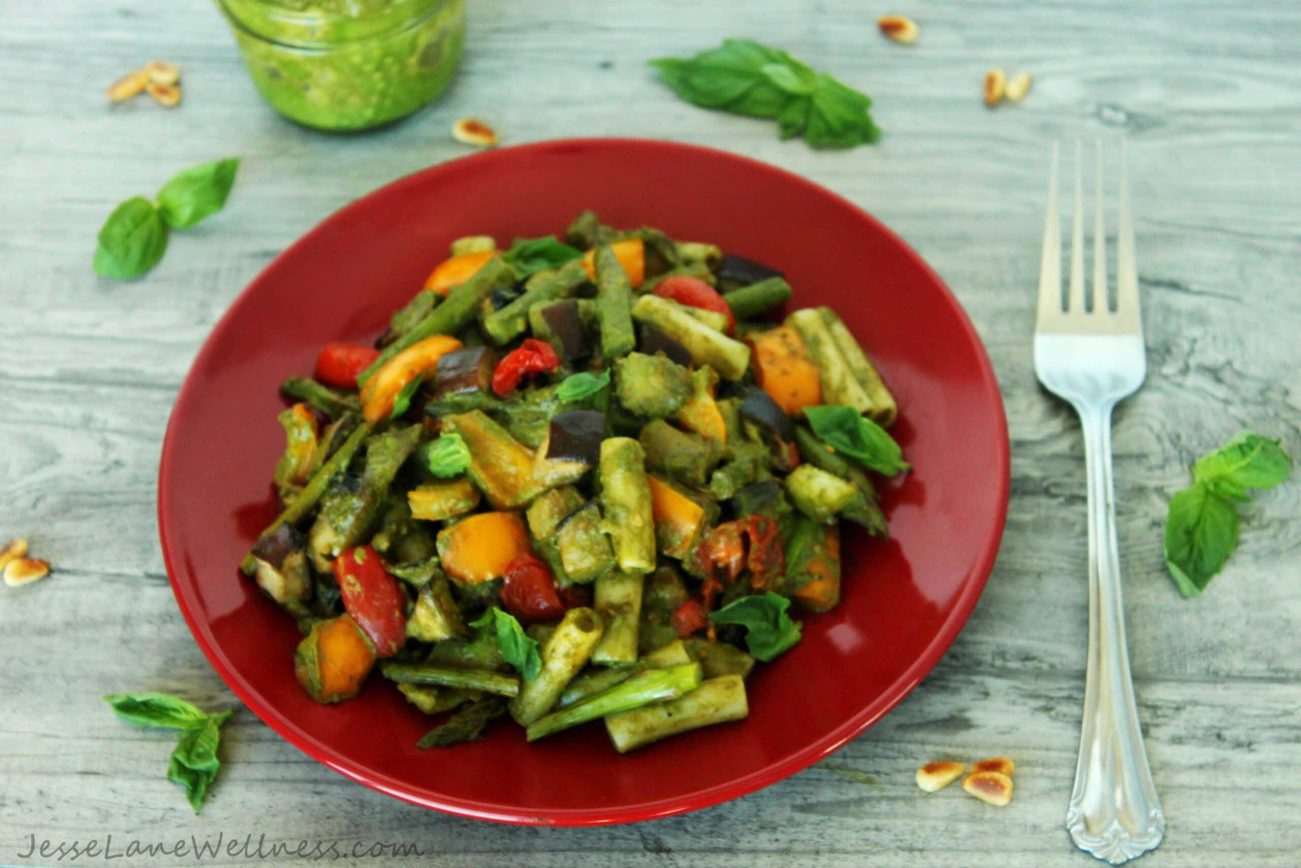 Pesto Primavera with Roasted Veggies y @JesseLWellness #dairyfree #vegan #pesto #pasta