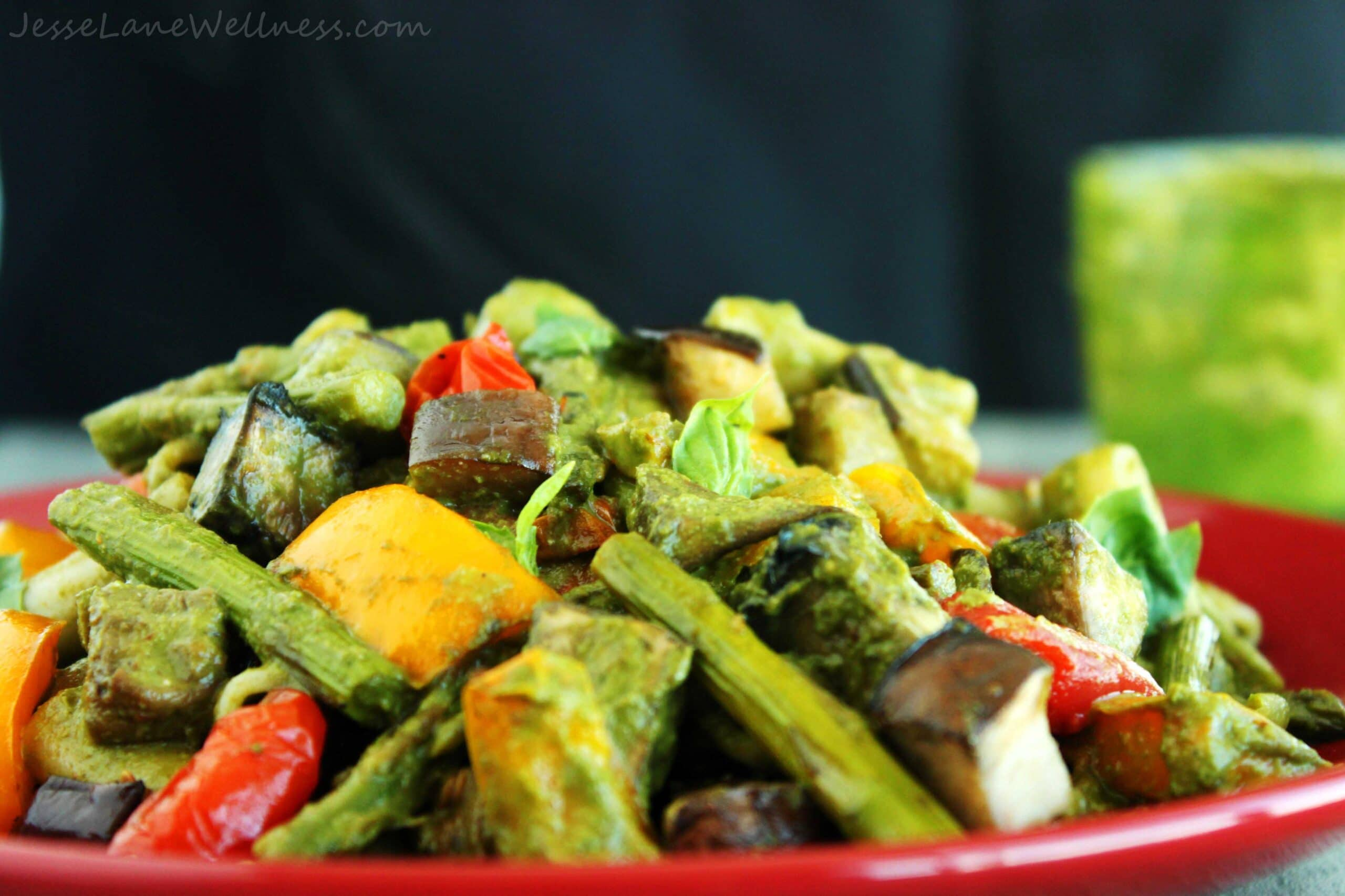 Pesto Primavera with Roasted Veggies y @JesseLWellness #vegan #veggies