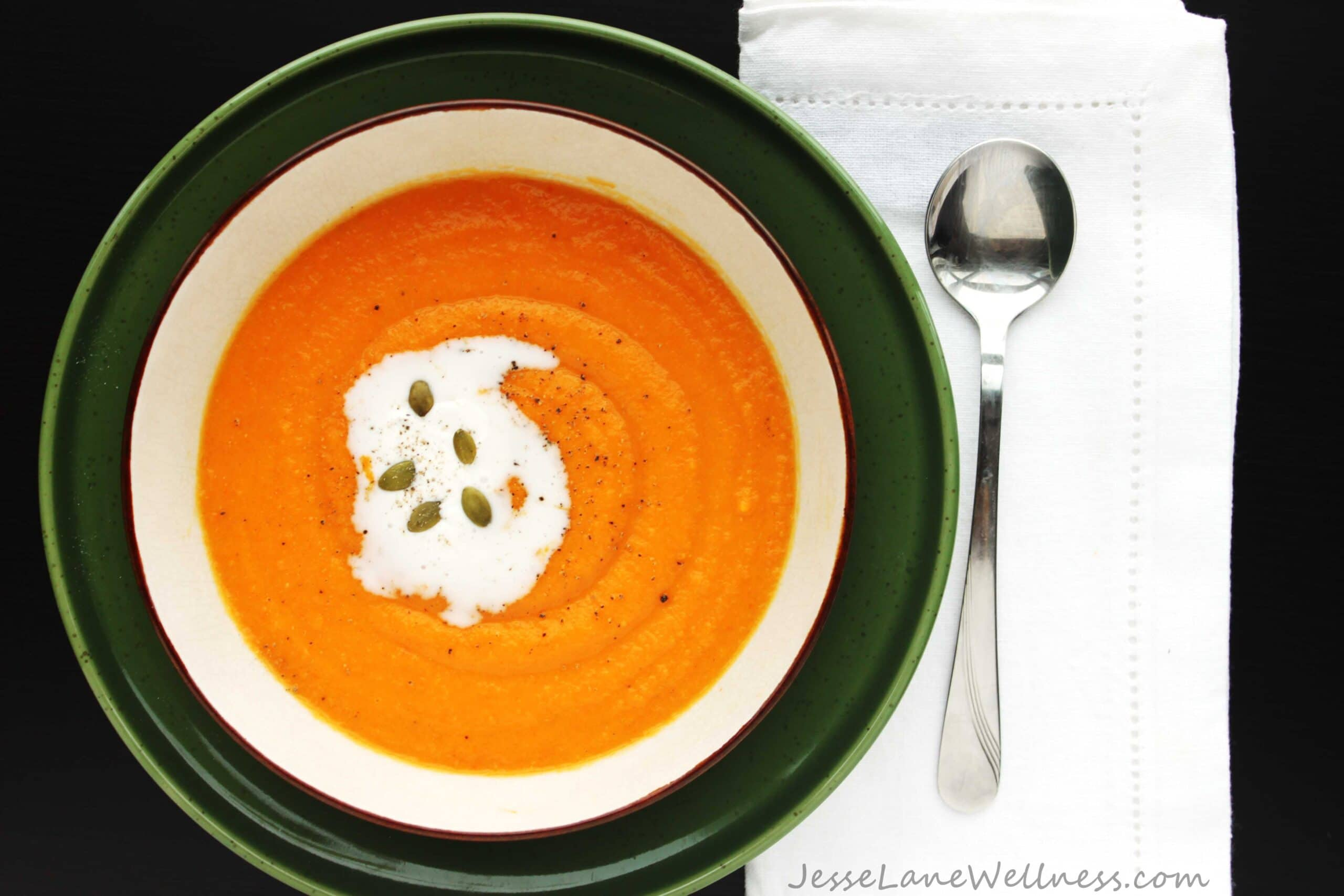 Sunshine Carrot Soup by @JesseLWellness #soup