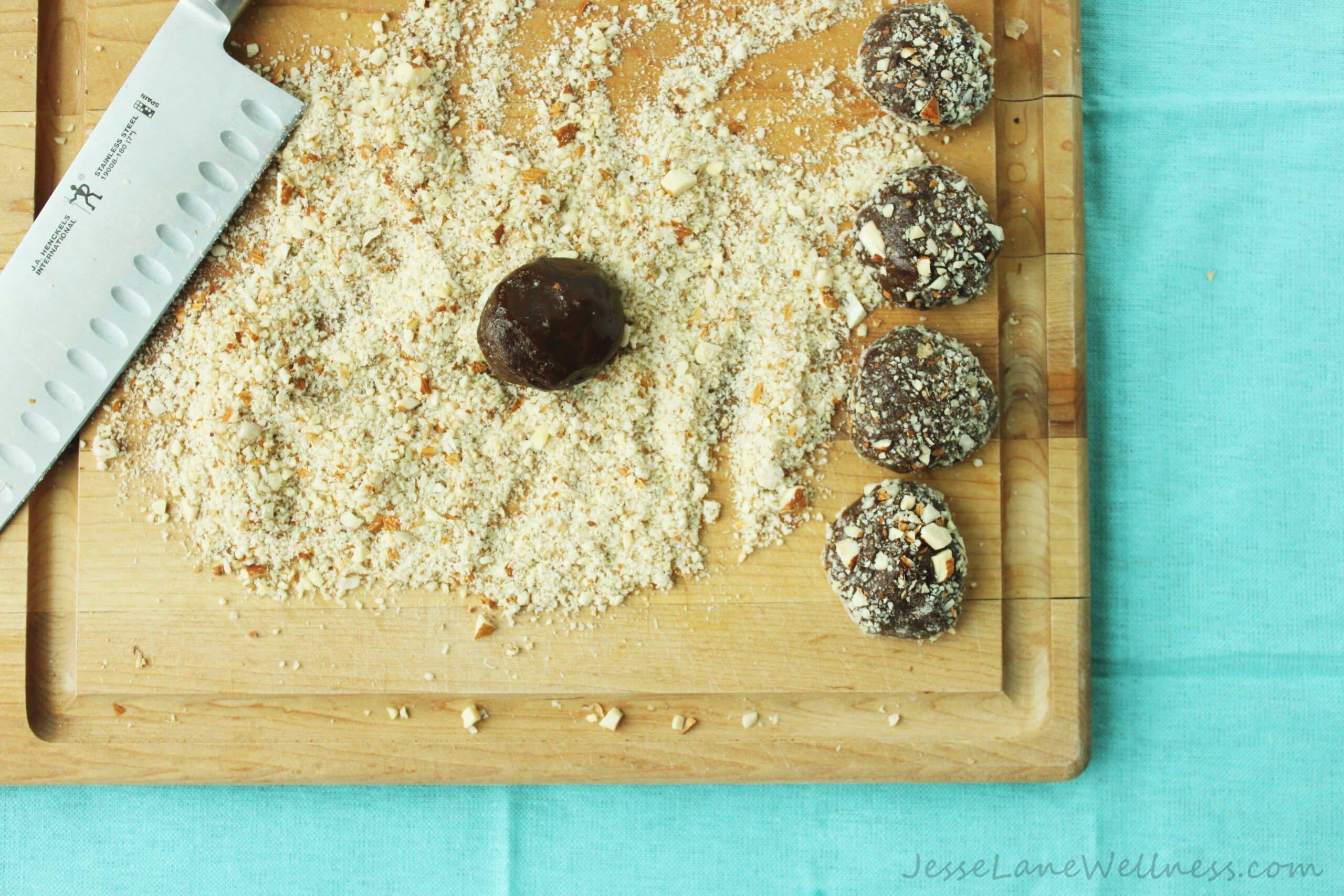 Vanilla Almond Protein Truffles by @JesseLWellness #vegan