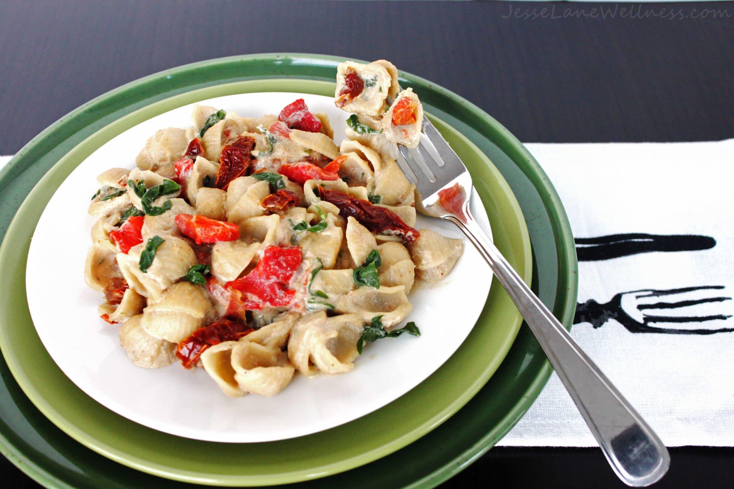 Vegan Alfredo Pasta by @JesseLWellness #alfredo
