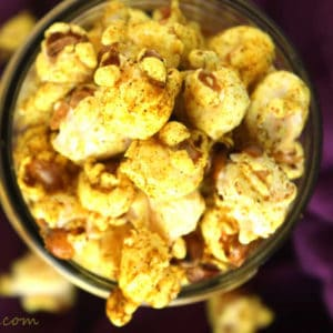 Coconut Curry Popcorn by @JesseLWellness #curry #healthysnack