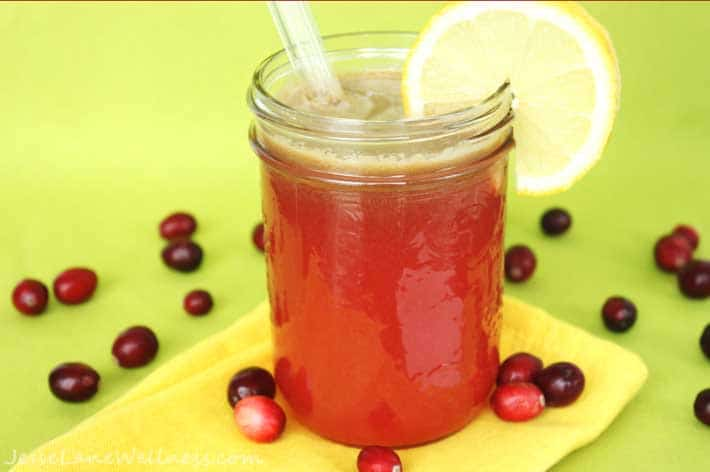 Cranberry Apple Detox Juice by @JesseLWellness #juice