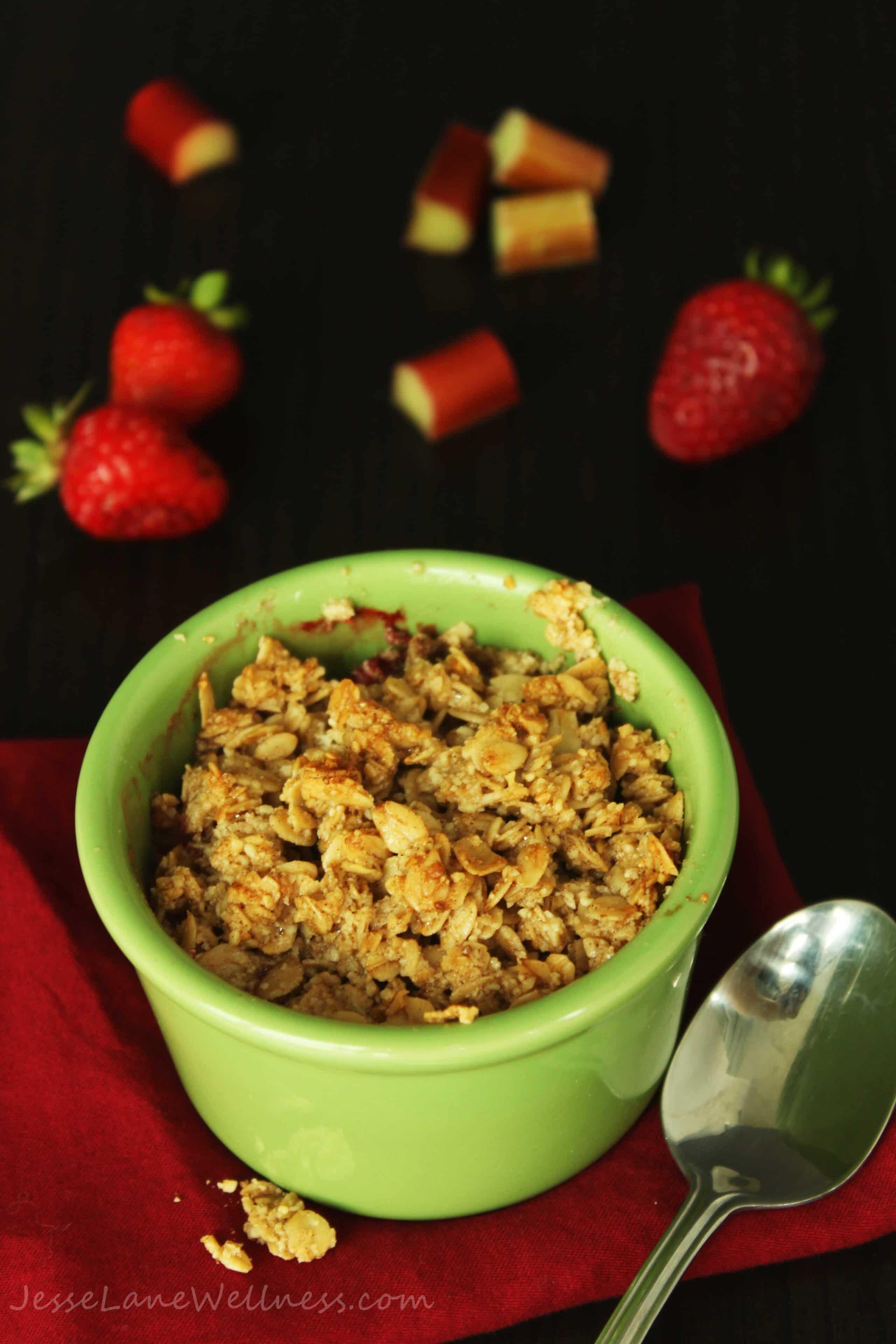 Strawberry Rhubarb Crisp by @JesseLWellness #crisp #glutenfree