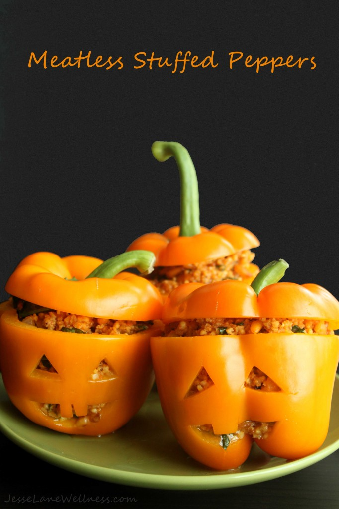 Meatless Stuffed Peppers by @jesselwellness #halloween #peppers title