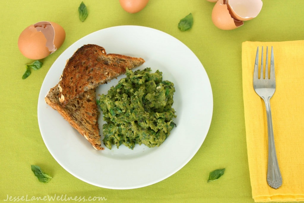 Healthy Scrambled Eggs by @jesselwellness #glutenfree #vegetarian