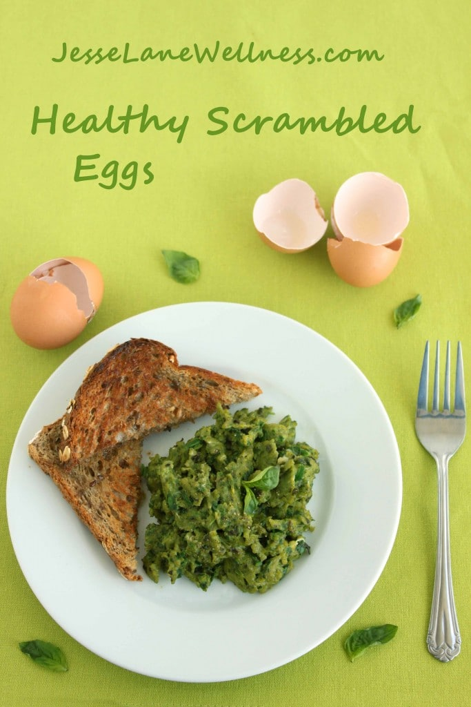 Healthy Scrambled Eggs by @jesselwellness #healthy #breakfast