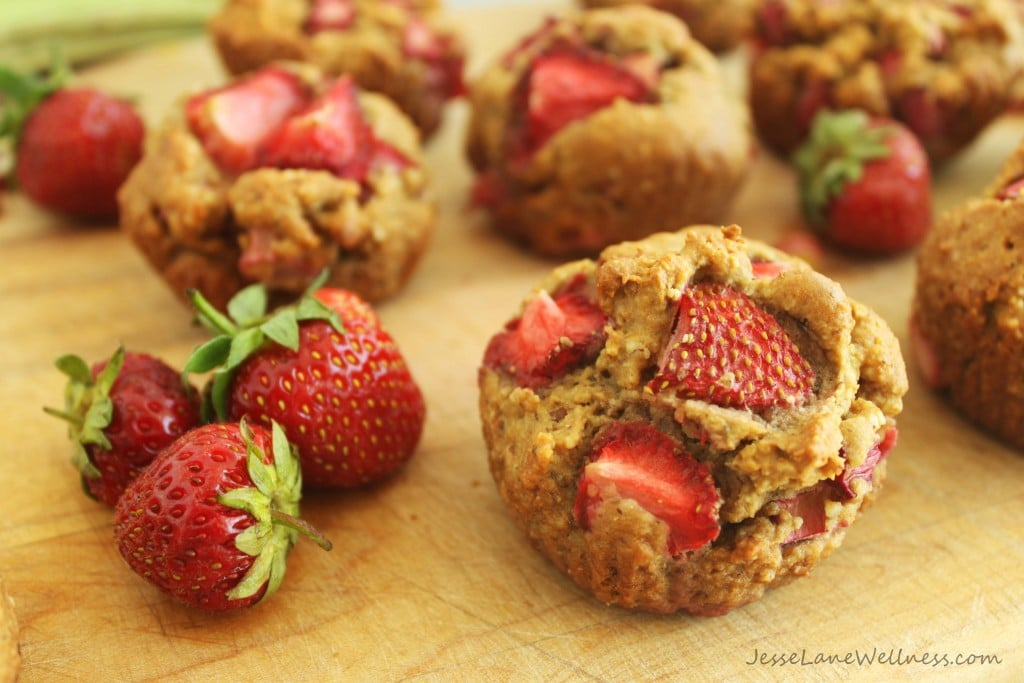 Gluten Free Strawberry Rhubarb Muffins by @jesselwellness #glutenfree #muffins