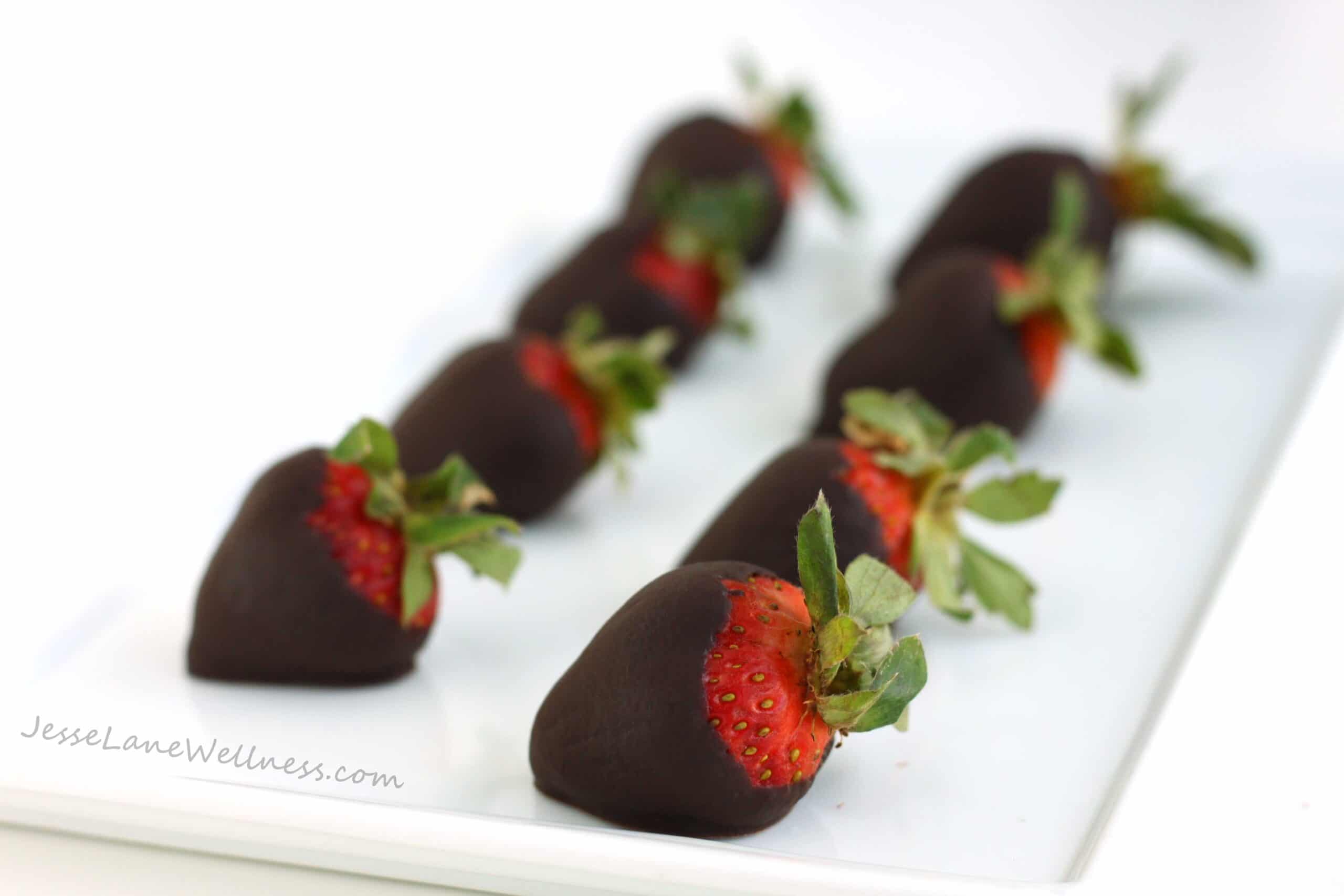 Homemade Chocolate Covered Strawberries by @jesselwellness #strawberries #chocolate #dairyfree
