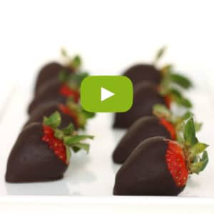 Homemade Chocolate Covered Strawberries by @jesselwellness #video #homemade #chocolatestrawberries