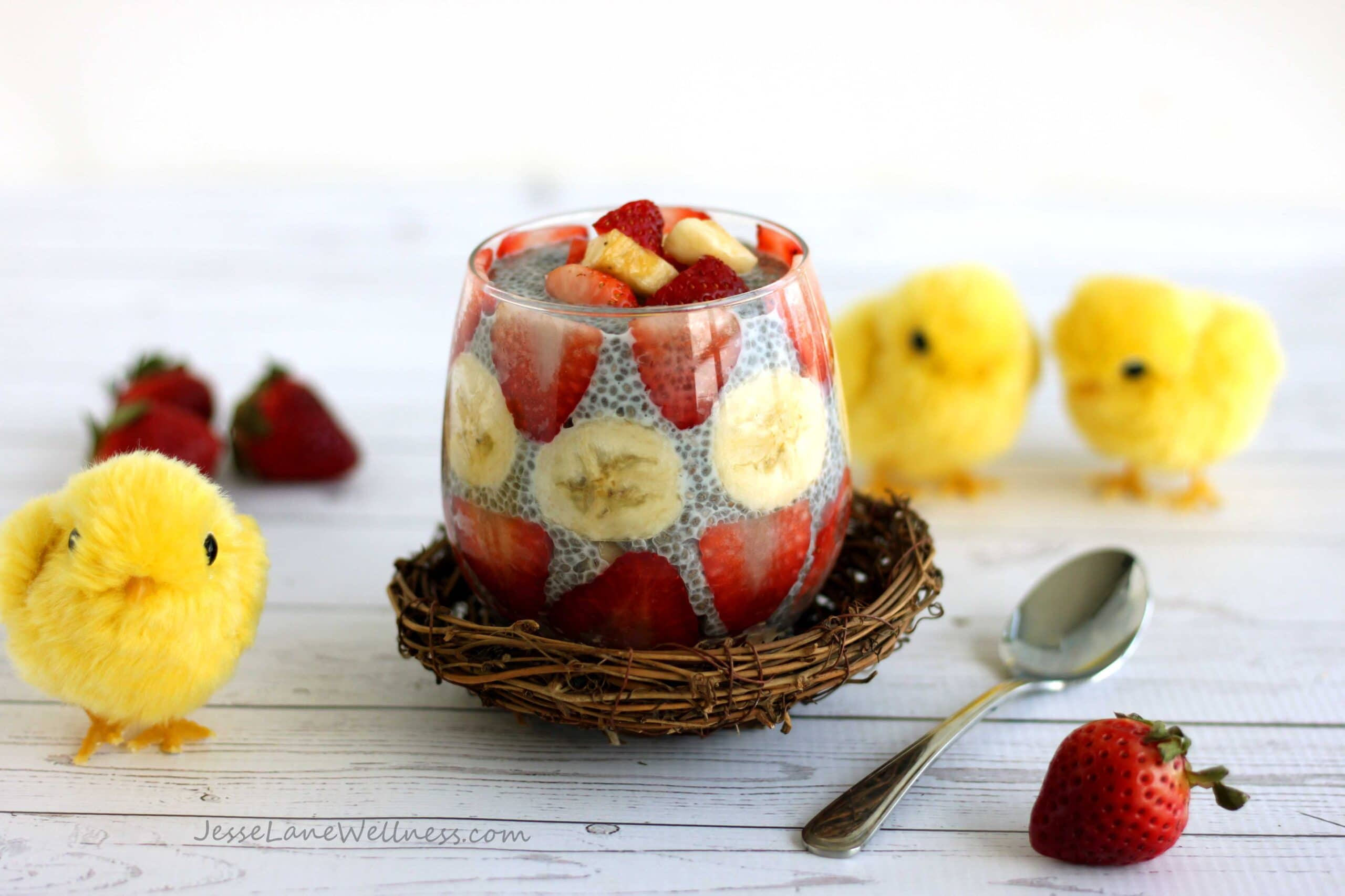 Strawberry Banana Chia Pudding by @jesselwellness #breakfast #chia #easter
