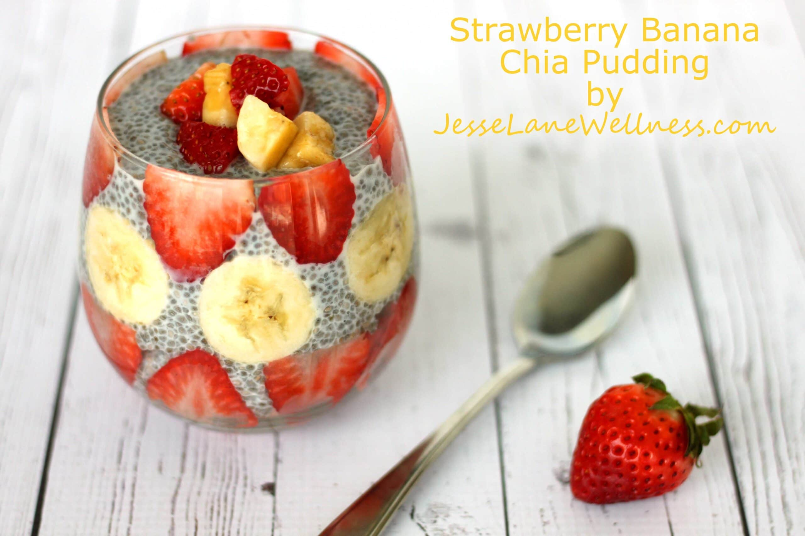 Strawberry Banana Chia Pudding by @jesselwellness #glutenfree #chiaseeds