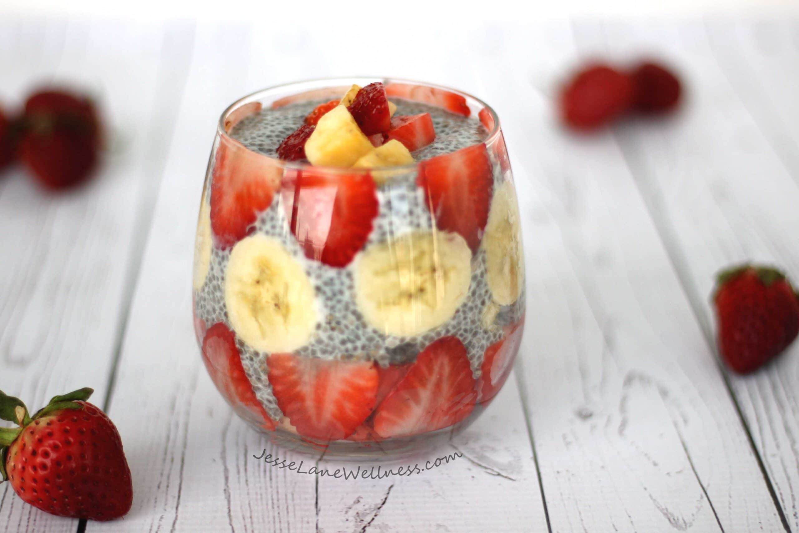 Strawberry Banana Chia Pudding by @jesselwellness #vegan #breakfast