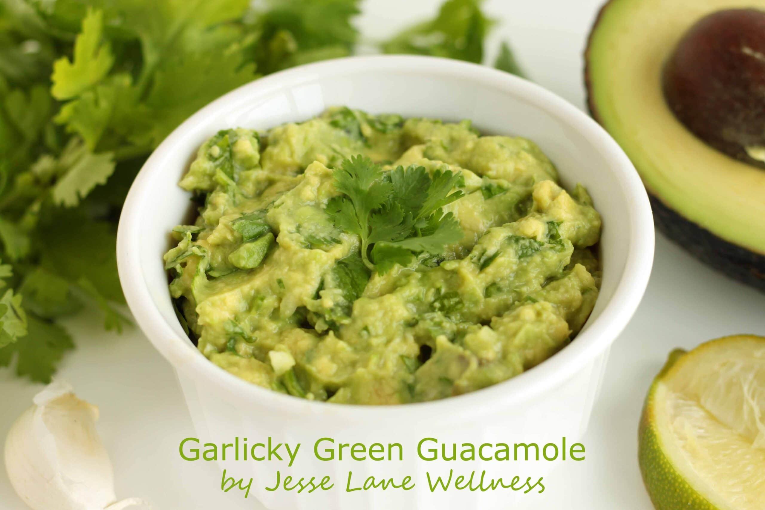 Garlicky Green Guacamole by @jesselwellness #guac #healthyeats #vegan