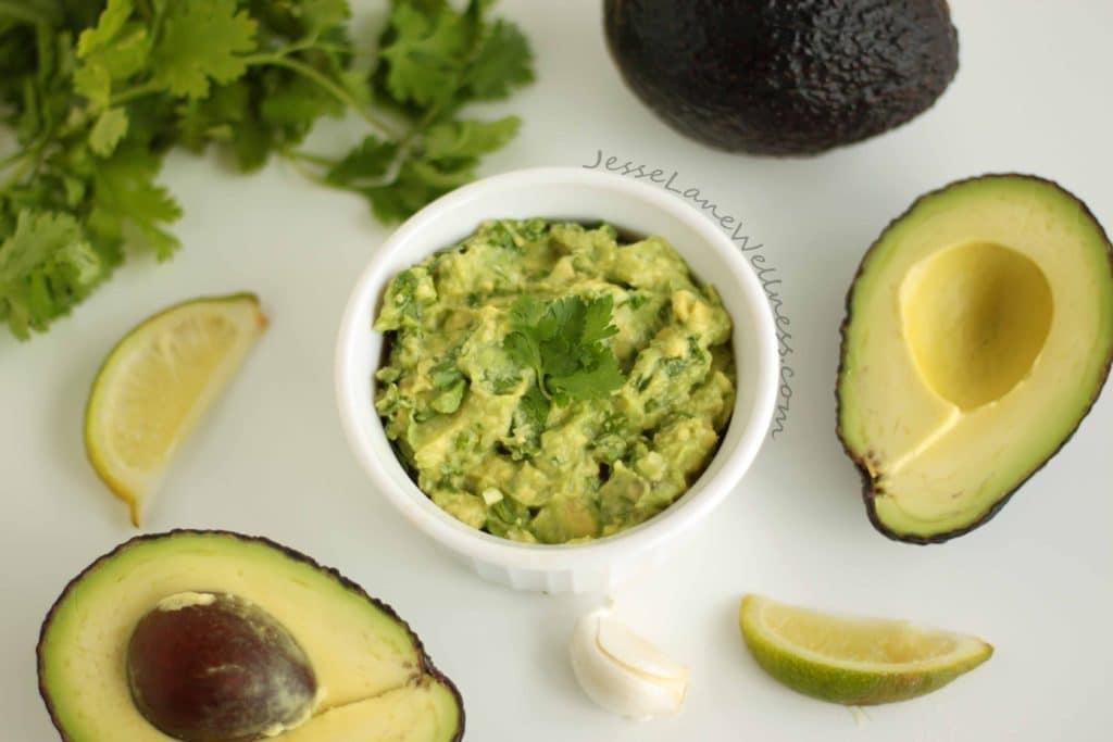 Garlicky Green Guacamole by @jesselwellness #guacamole #glutenfree