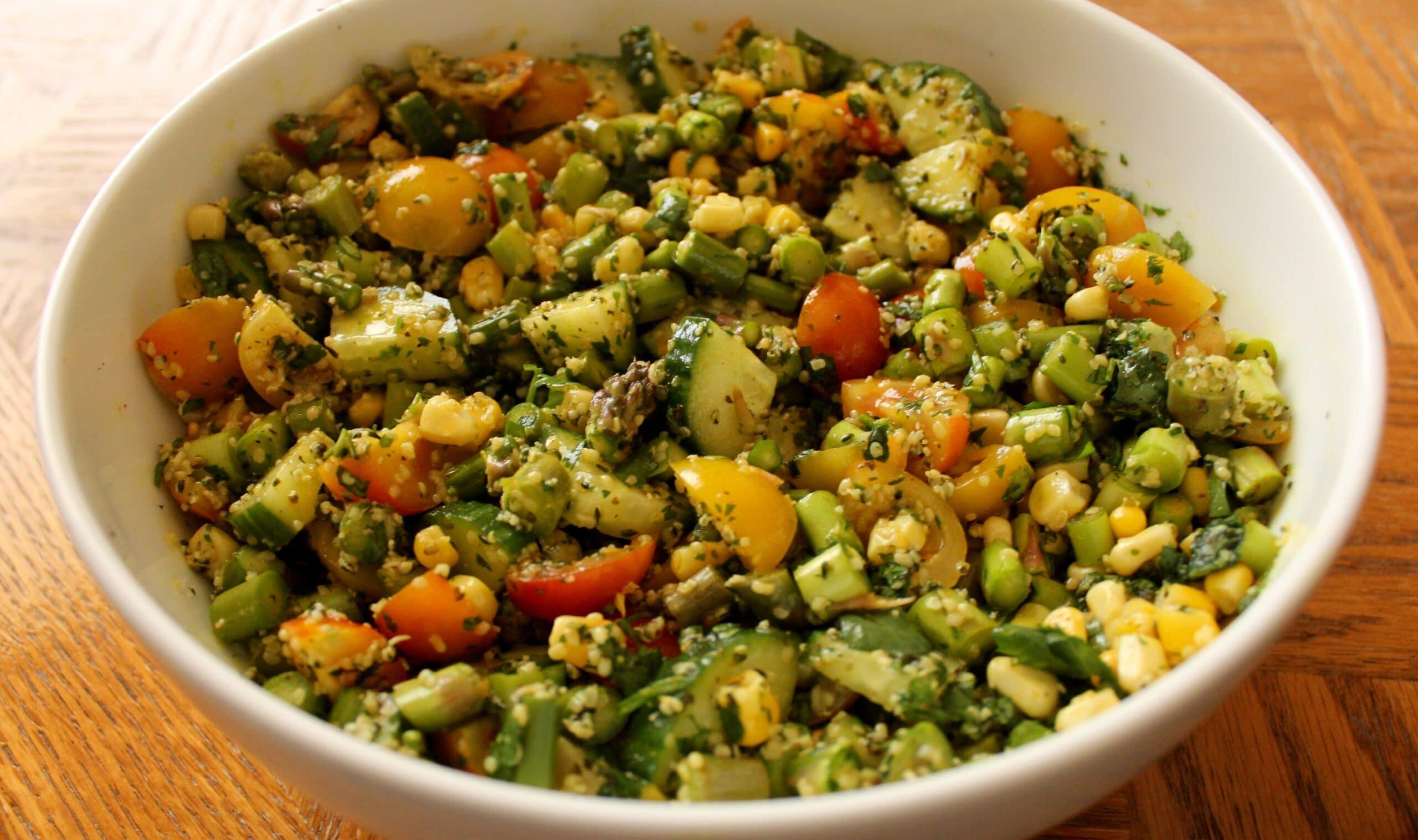 8 Fresh Salad Recipes Tipping Point Nutrition with @jesselwellness #salad #freshsalads