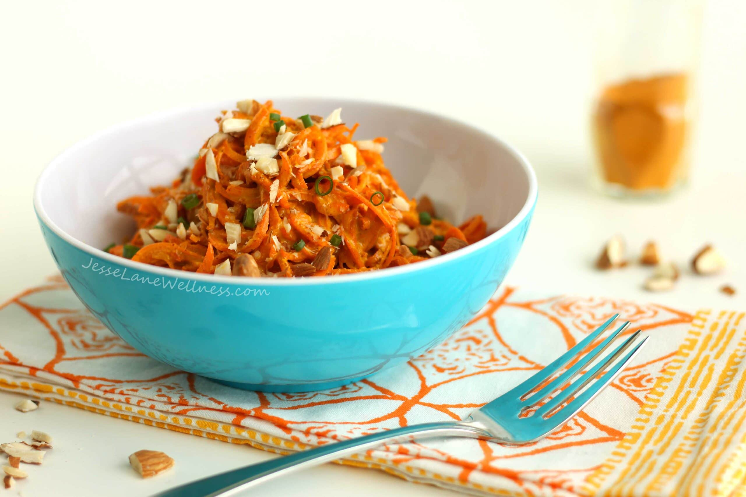 Carrot Salad with Creamy Turmeric Sauce by @jesselwellness #turmeric #salad