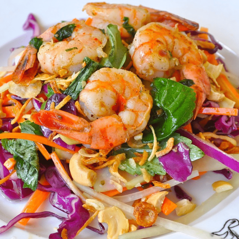 Healthy Summer Salads Roundup by @jesselwellness Asian Salad with Shrimp #salads #summersalad
