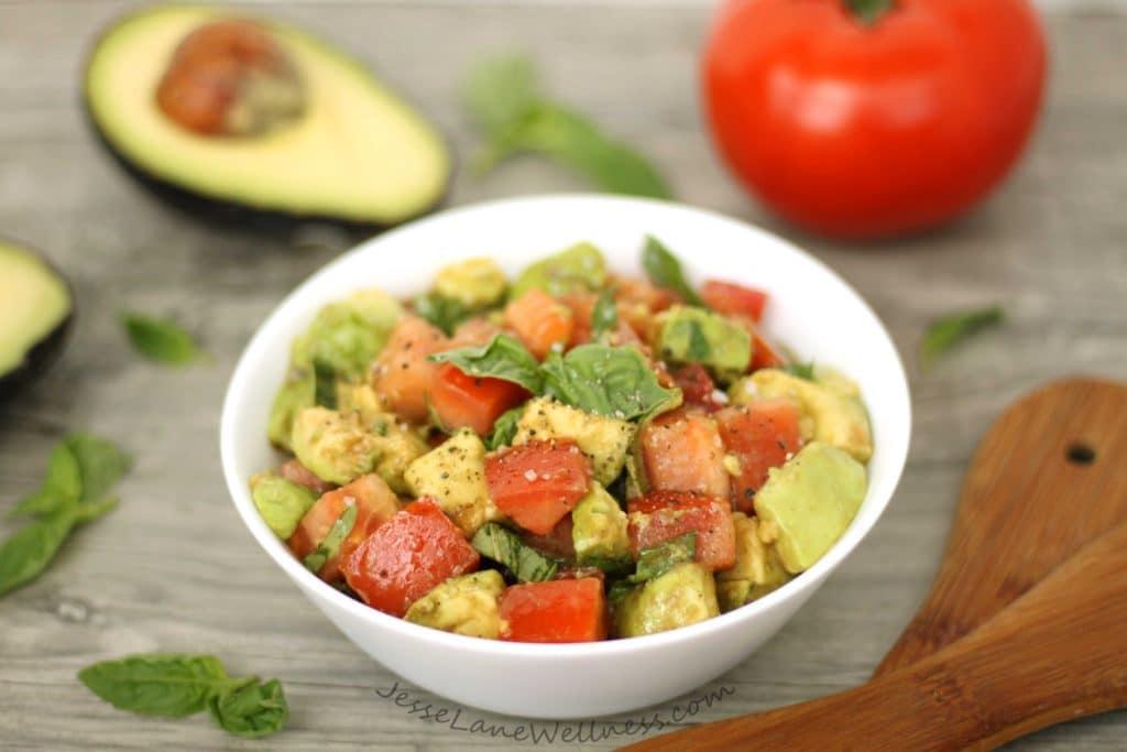 Tomato Avocado Salad by @jesselwellness #healthysalad #tomato