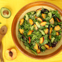 Summer Pea Peach Salad by @jesselwellness #peachsalad #freshsalad