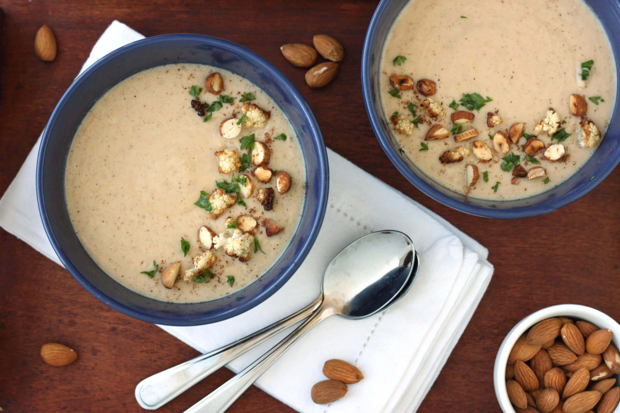 Healthy Homemade Soups & Sandwiches Almond Cauliflower Soup by @jesselwellness #soup #healthysoup