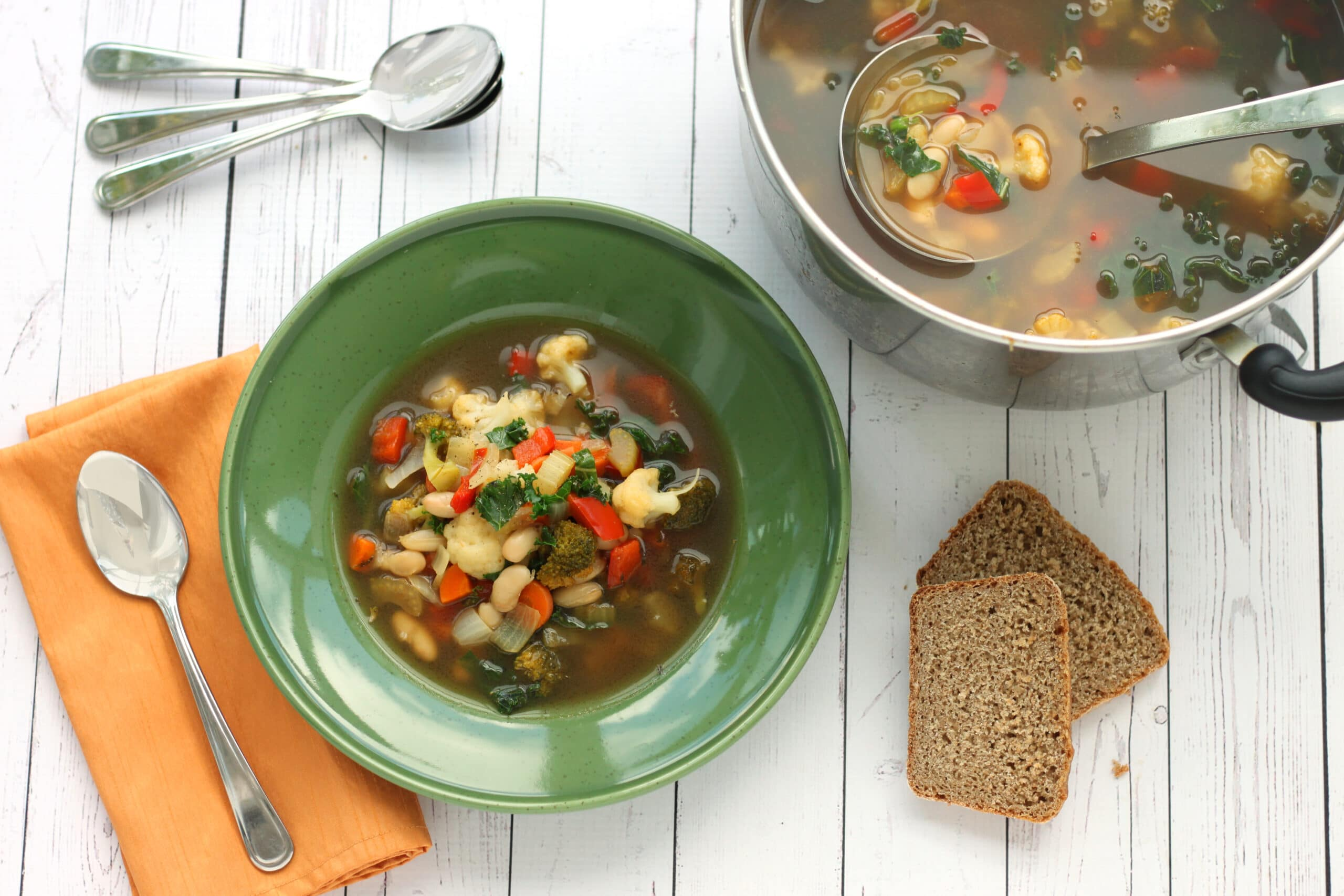 Healthy Homemade Soups & Sandwiches Minestrone Soup by @jesselwellness