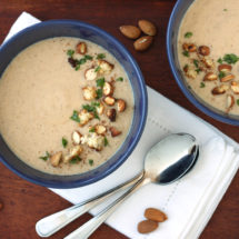Almond Cauliflower Soup by @jesselwellness #wintersoup #strongnails