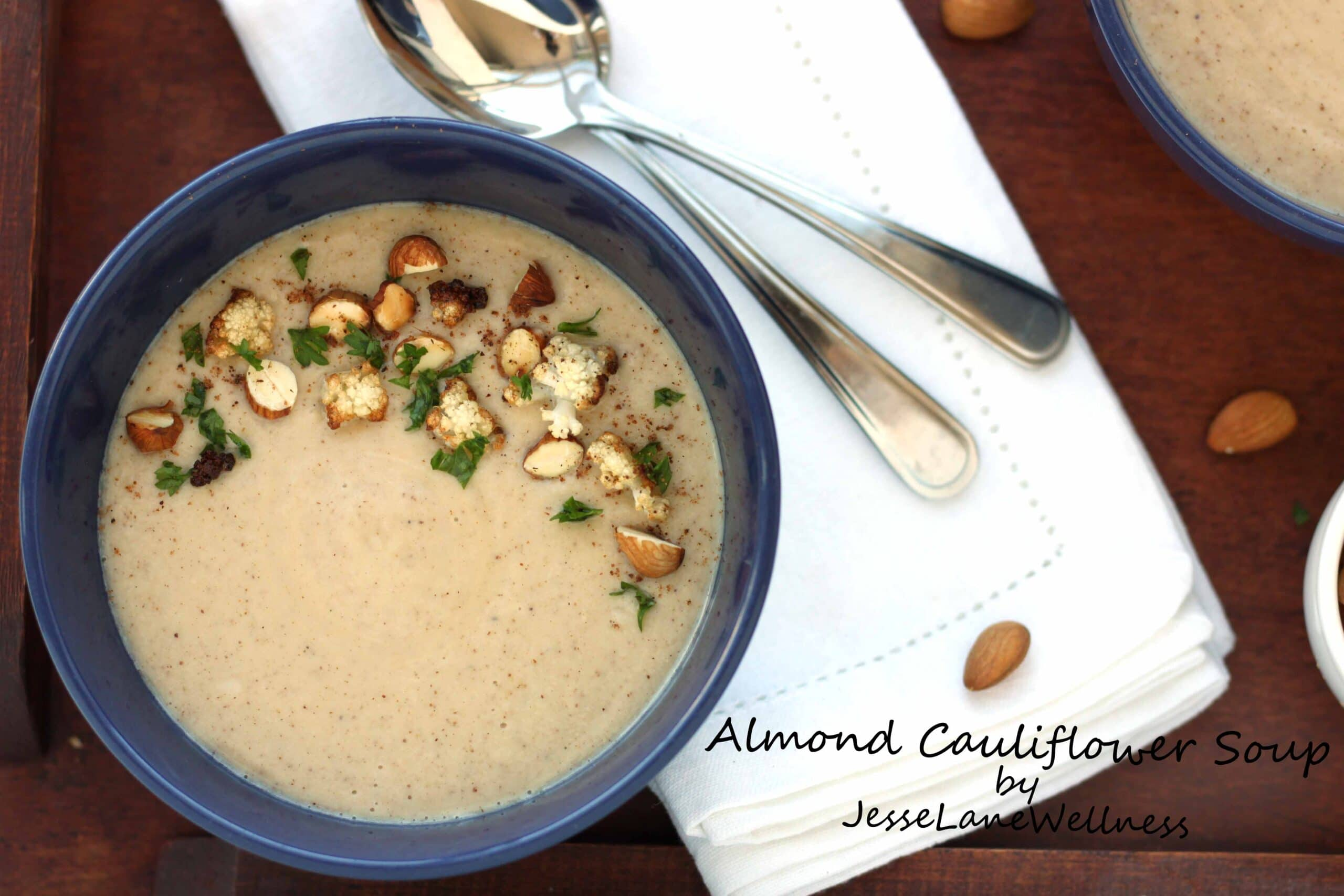 Almond Cauliflower Soup by @jesselwellness #healthysoup #cauliflowersoup