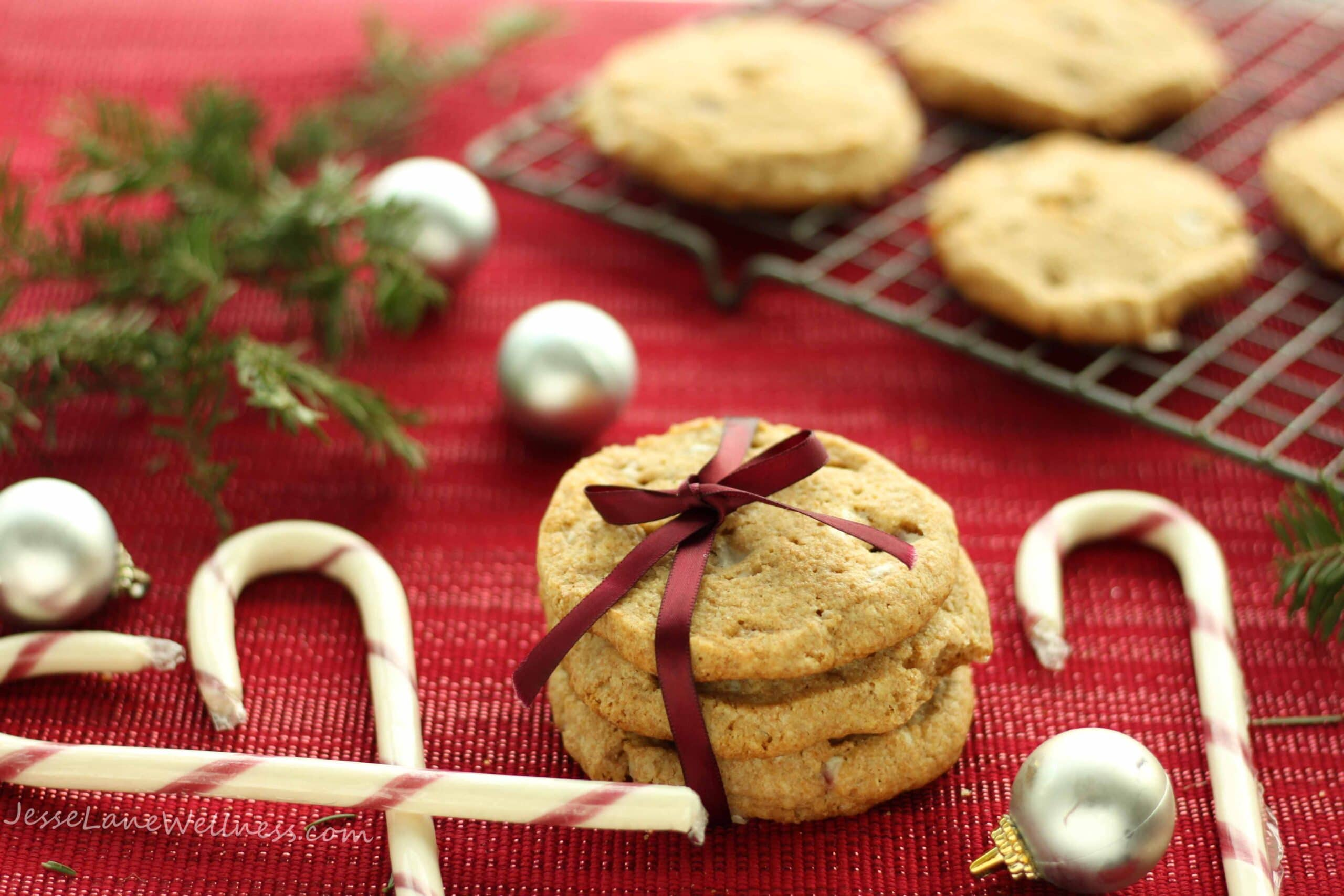 Candy Cane Spelt Cookies by @jesselwellness #candycanecookies #speltcookies