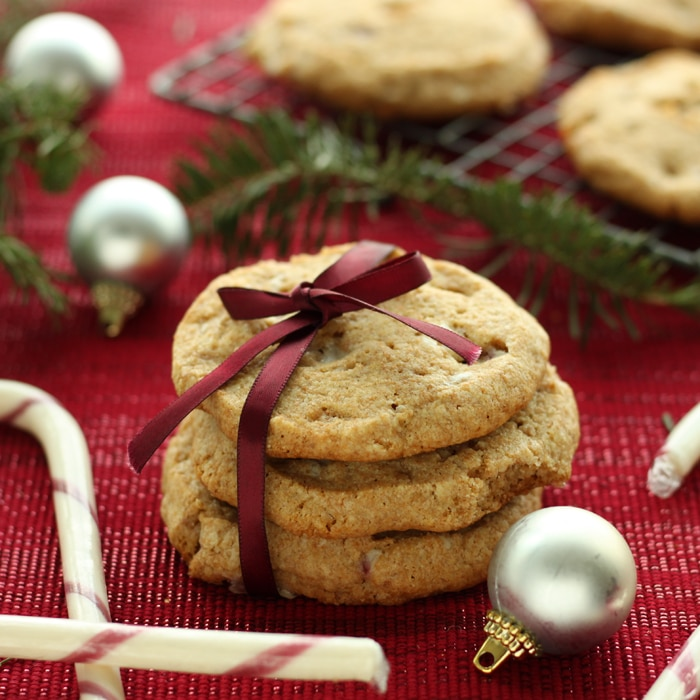 Candy Cane Spelt Cookies by @jesselwellness #holidays #candycanecookies