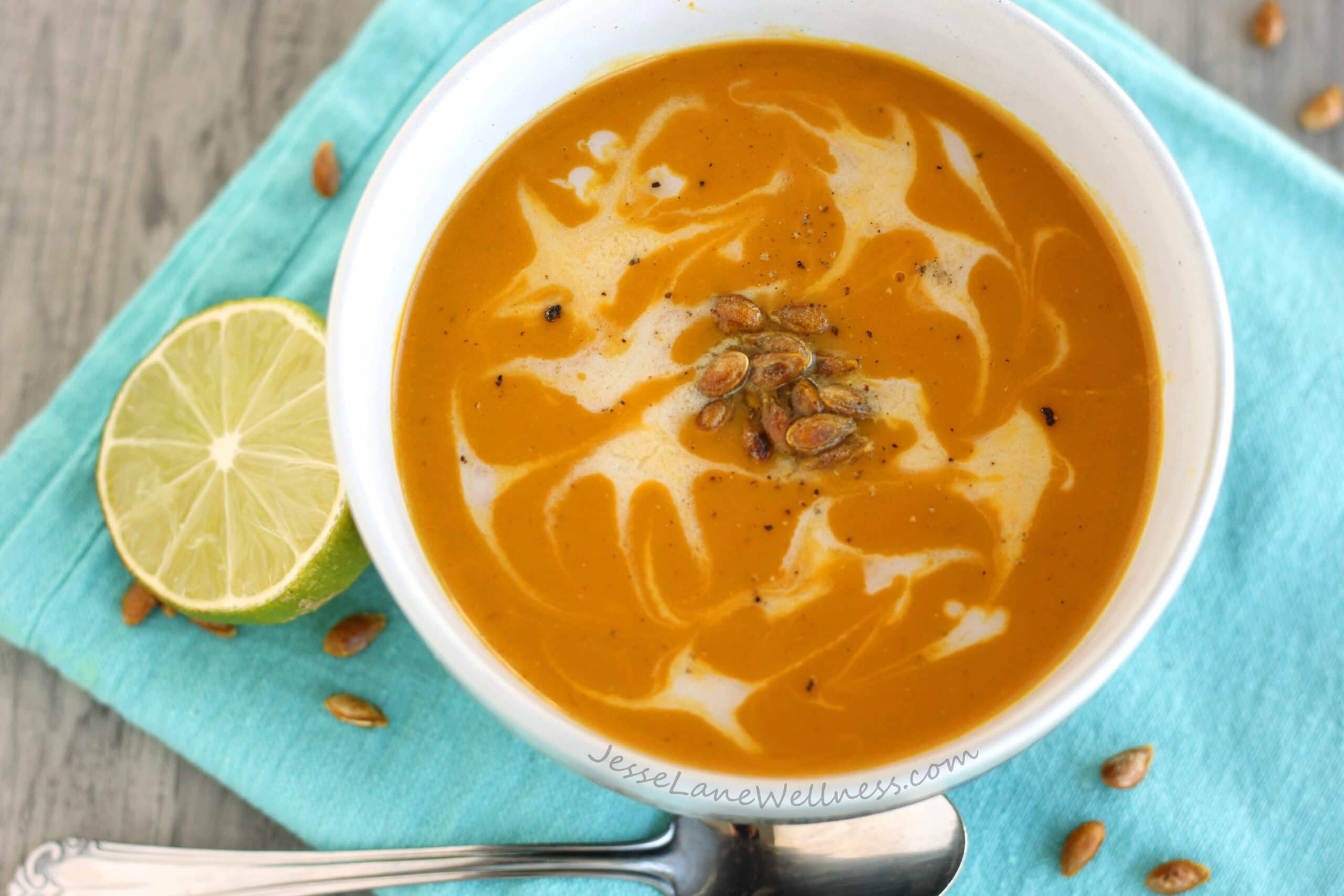 Curry Kabocha Squash Soup by @jesselwellness #healthysoup #suqash