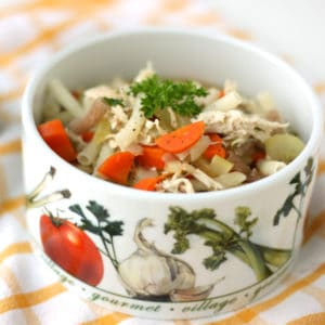 Healthy Chicken Noodle Soup by @jesselwellness #chicken #homemadesoup
