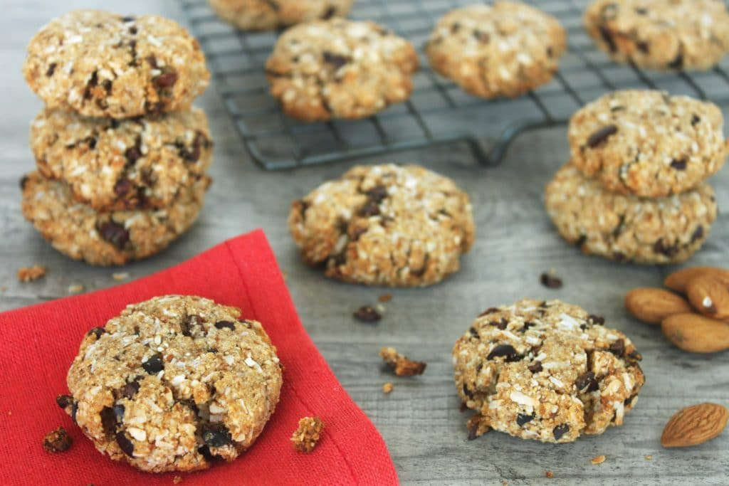 Healthy Easter Recipes by @jesselwellness - Almond Coconut Choco Chip Cookies #cookies #easter