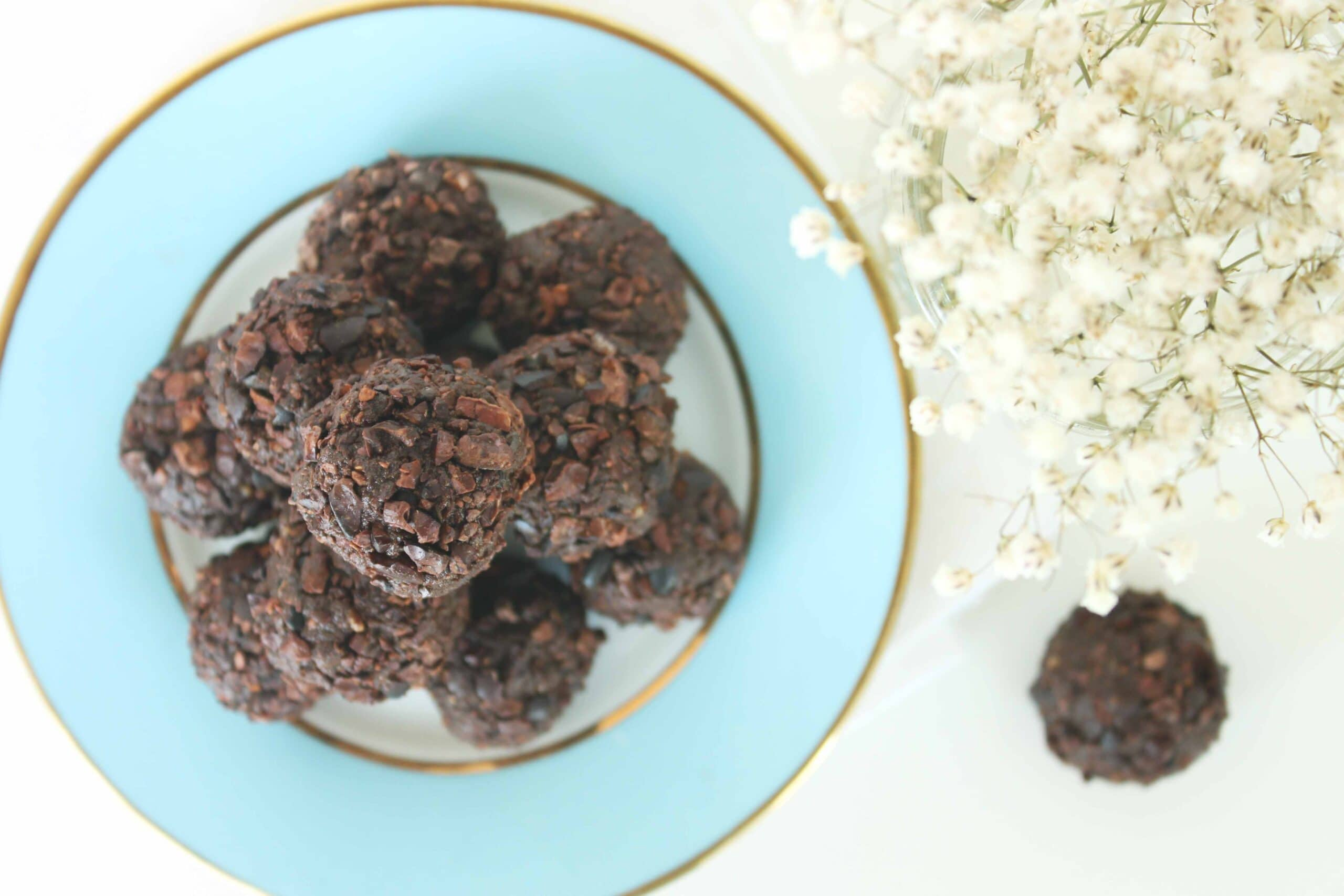 Healthy Chocolate Recipes - Superfood Choco Truffles #chocolate #truffles