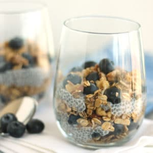 Chia Blueberry Parfait by @jesselwellness square #parfait #healthybreakfast
