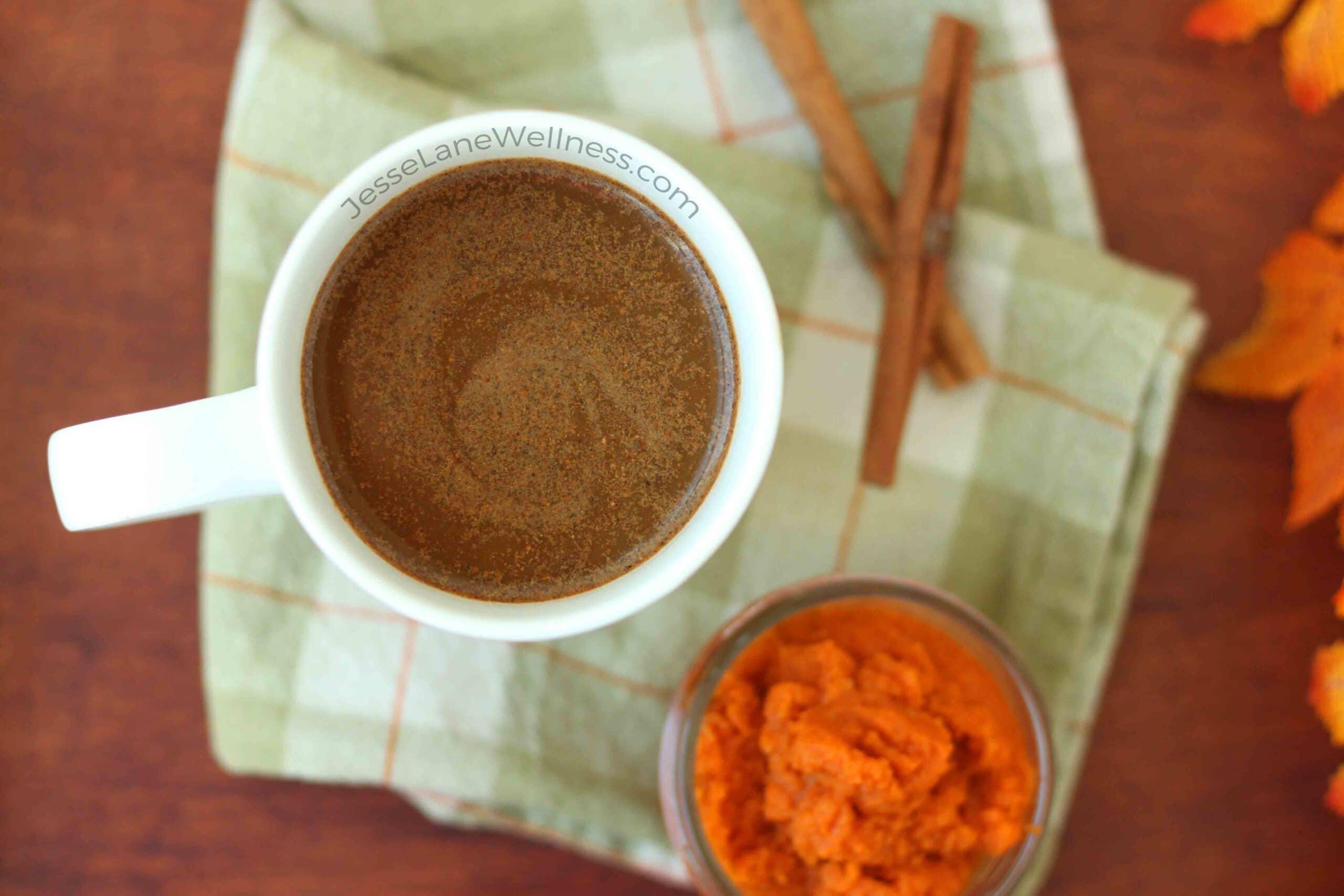Healthy Pumpkin Spice Latte by @jesselwellness #healthypsl #pumpkinspice