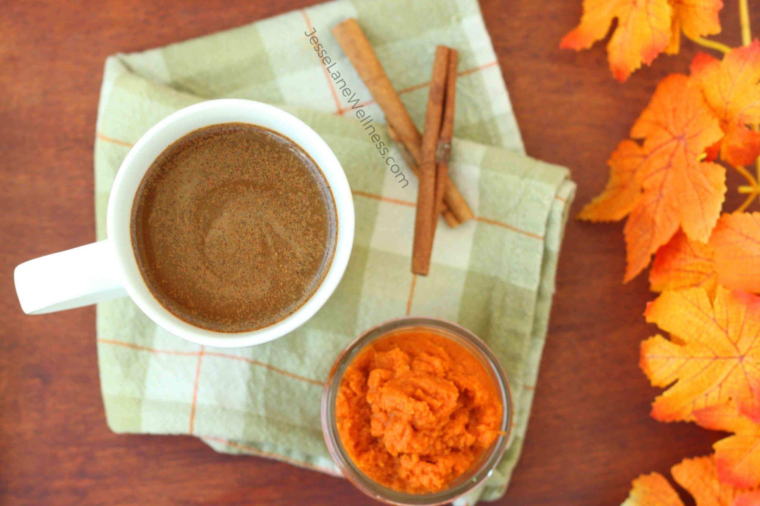 Healthy Pumpkin Spice Latte by @jesselwellness #psl #healthylatte