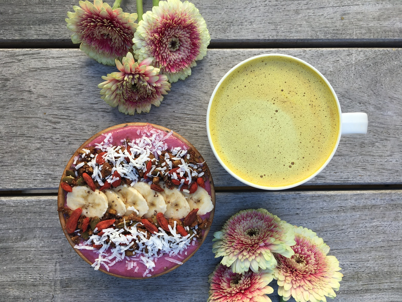 How to build a Smoothie Bowl photo by @lucyturner