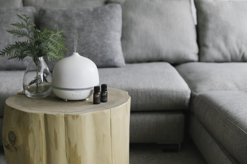 3 Health Benefits of Diffusing Essential Oils by @jesselwellness