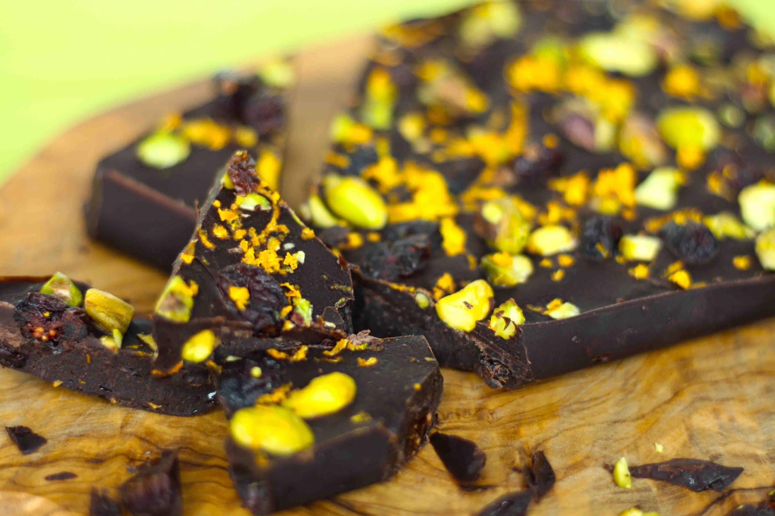 Holiday Chocolate Bark by @jesselwellness #holidaychocolate #chocolatebark