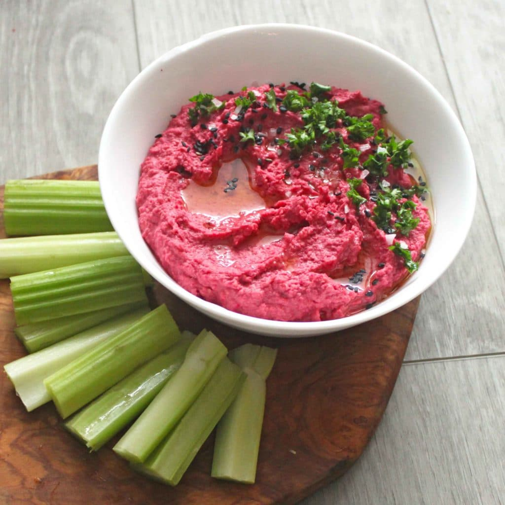 Pretty in Pink Roasted Beet Hummus by @jesselwellness #beethummus