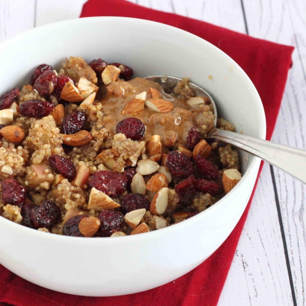 Apple Cinnamon Quinoa by @jesselwellness #quinoa