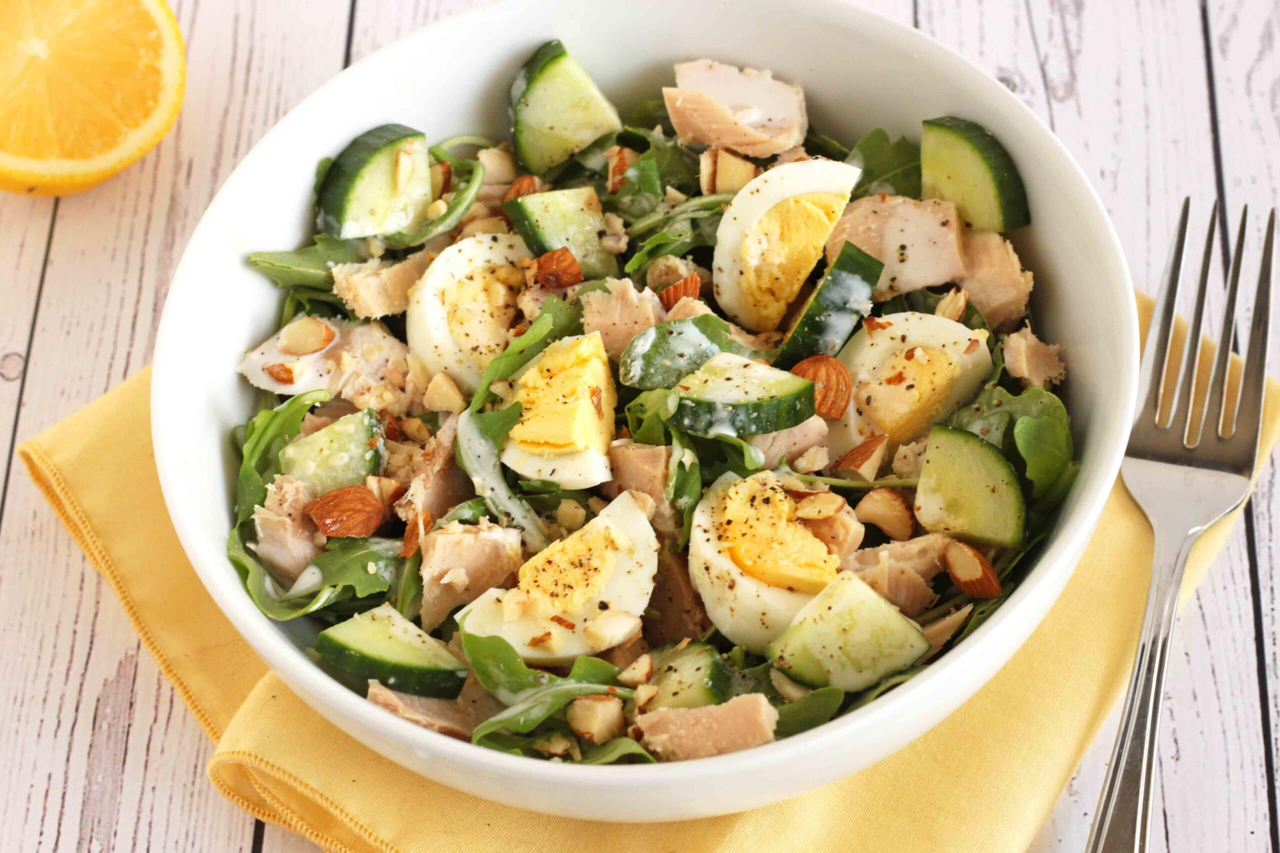 Egg and Tuna Protein-packed Salad by @jesselwellness