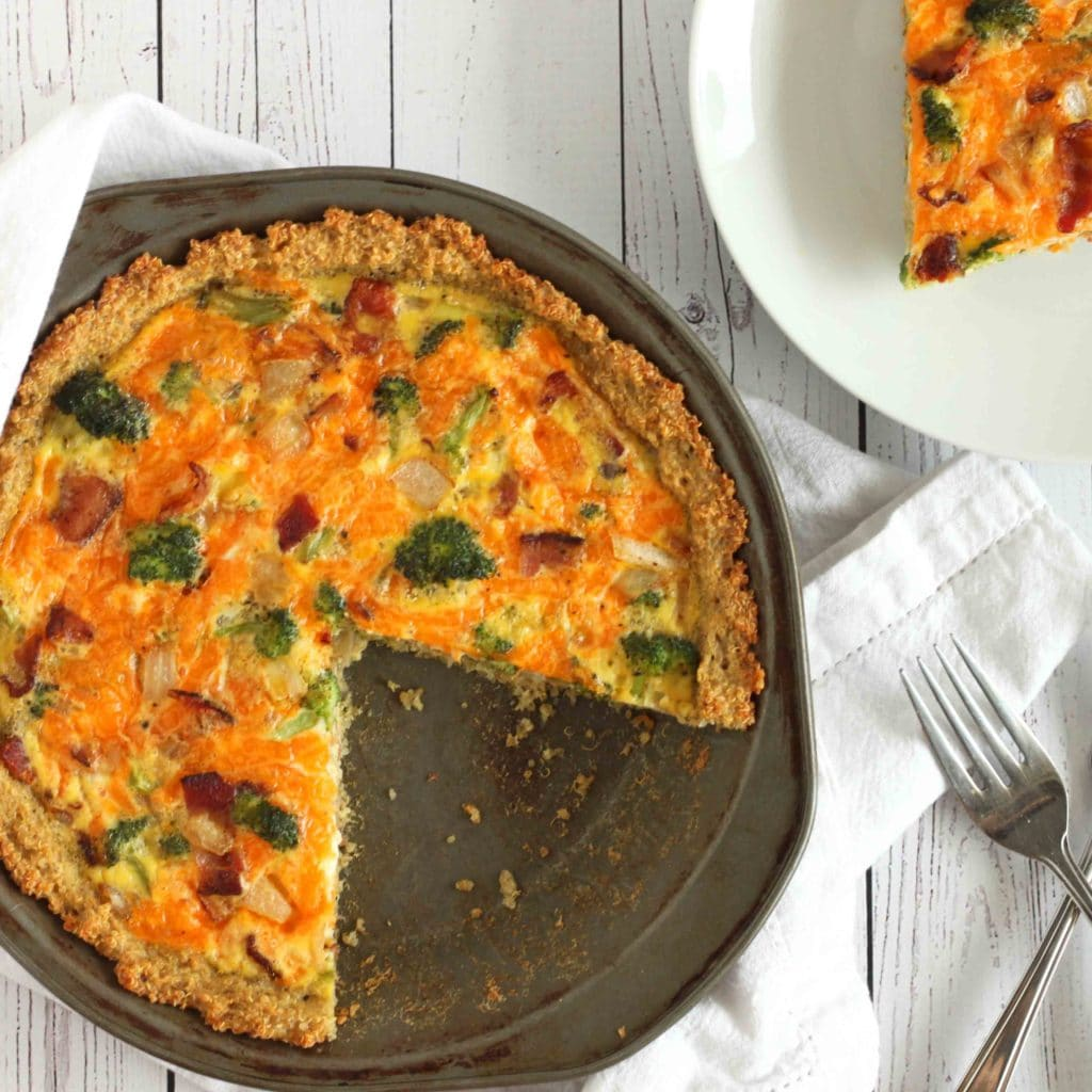 Cheddar Broccoli Quiche with a Quinoa Crust by @jesselwellness #glutenfreequiche